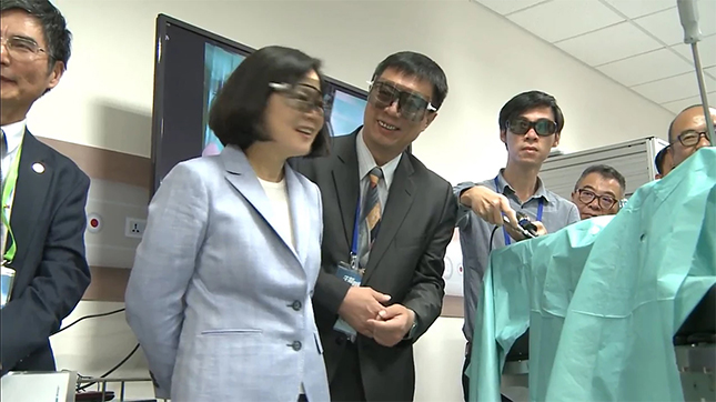 Taiwan President Tsai Visited New Technologies for Minimally Invasive Surgery